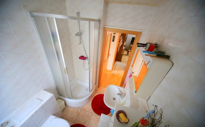 Duschbad mit Toilette
