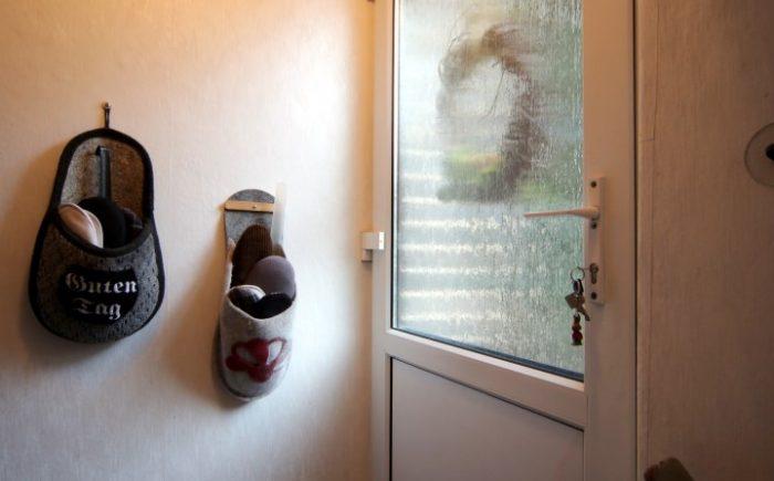 Die Seitentür für bequemen Zugang zum Haus und zum Keller.