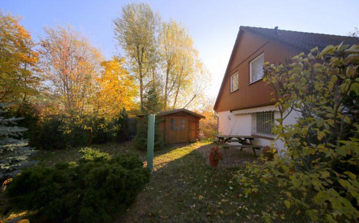 Ansicht-Hinterer-Garten-mit-Gartenhaus